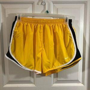 NIKE DriFit Live Strong Women's Shorts Large 12-14